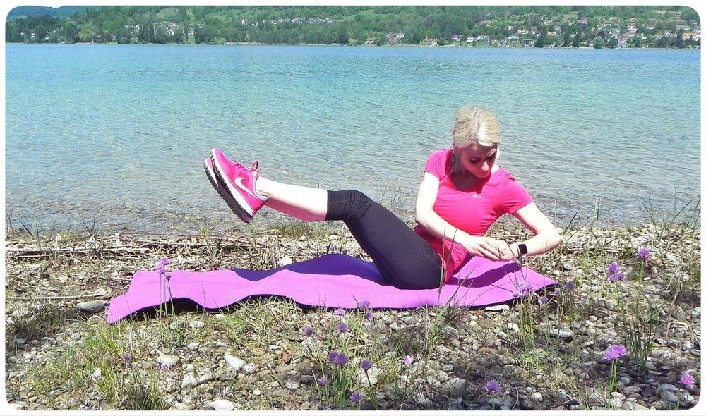 Einer meiner Lieblingsübungen. Ich nehme dazu eine 8 kg Hantel. Hierbei merke ich, wie intensiv meine Bauchmuskulatur trainiert wird. 3x 15 Wiederholungen, steigern auf 3 x 20 Wiederholungen.