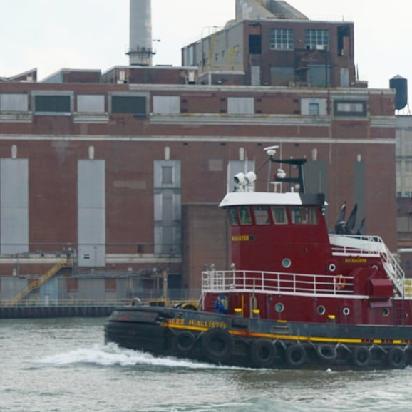 The old waterfront  #Brooklyn #tugboat #ships #tugs #working #boats #nyc #eastriver #nycferries