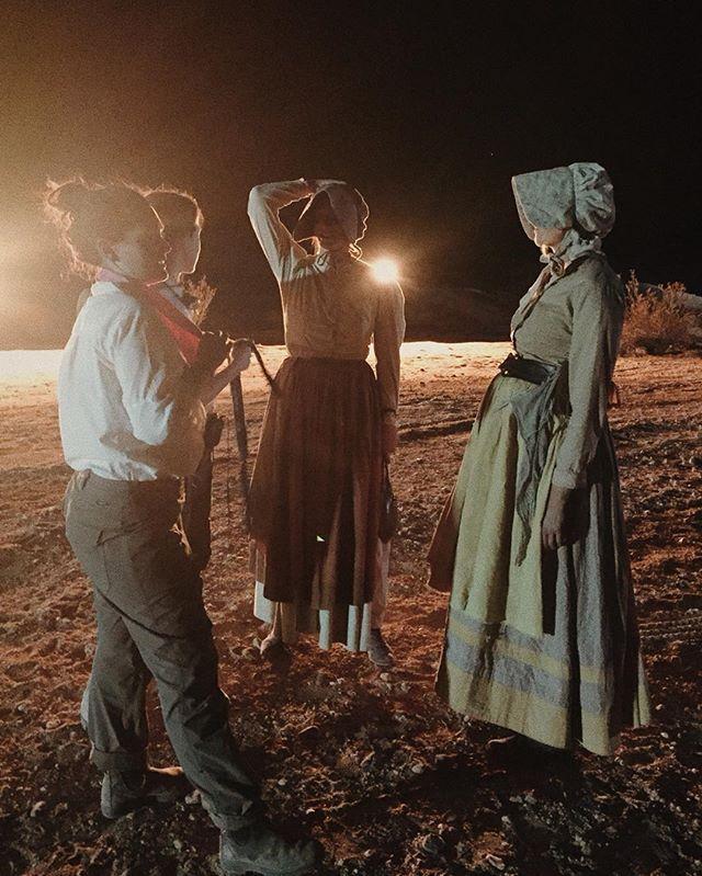 Directors @similarbutdifferent_ (@charbarbar + @danigirdwood) giving notes to @biancarusu and @lady.dianalynne ⭐️⭐️⭐️ #slmbrprty #pioneersfilm #femalefilmmakers #womeninfilm #shortfilm