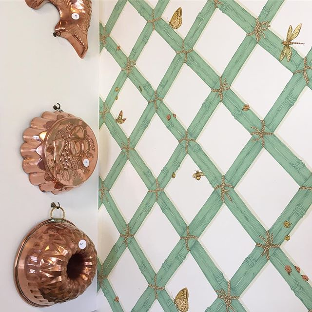 Stumbled upon a #pretty #fabulous #estatesale this morning! The #kitchen was filled with #copper #potsandpans and that #adorable #jellomold but the best part was every #room had #vintage #wallpaper the #green #bamboo was my favorite for obvious reasons. #bees #butterfly #pattern #interiordesign #retro #camdensc #colacity #columbiasc #southcarolina #kitchendesign... hmmm... maybe I will wallpaper the kitchen. Was just planning on doing the bathrooms but how fabulous would it be if I designed something similar to this? #inspiration #greenandwhite #fernwood girl for life.