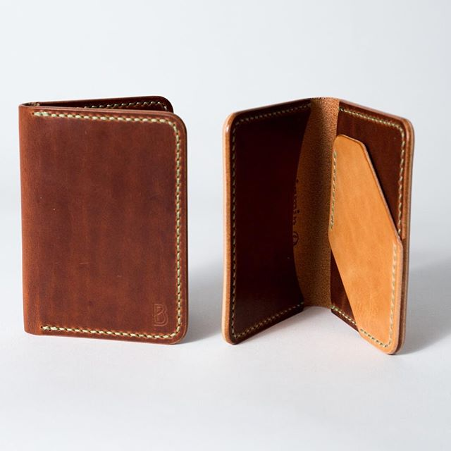 Back at it today, open until 6:00. Cannot get any more local to us than @benjaminbott and his beautiful wallets. We have them in store and soon online, they're made right in Gloucester and will last forever. Support the local makers and give him a follow while you're at it! ⠀⠀⠀⠀⠀⠀⠀⠀⠀ #madeingloucester #benjaminbott  #madeinusa #madeinaamerica #americanmade #waywt #wdywt #shockoe  #lookoftheday #fashiondiaries #menstyle #mensstyle #stylegram #mensfashion #rawdenim #handsewn #Vibram #stylediaries #folkcreative #catspaw #watchcap #gqstylehunt #vibram #wool #beautifulgoods #woolhat  #cozyevening #handsewn #shoprockport  #scoutboot