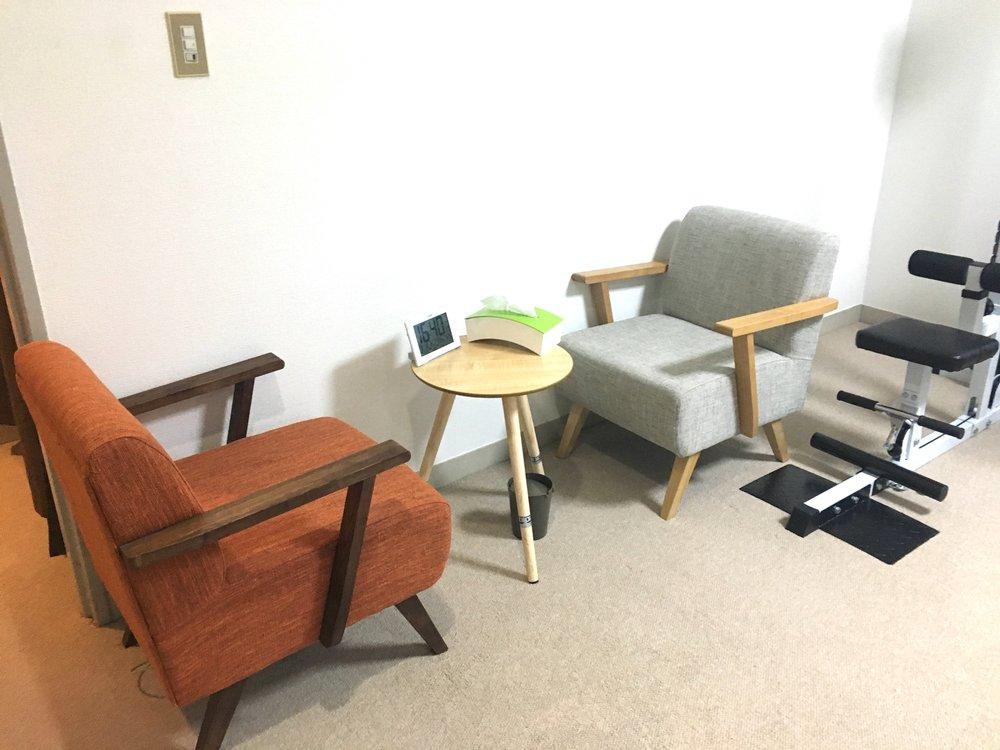 表参道・神宮前原宿のレンタルジムはカウンセリング用の椅子も完備