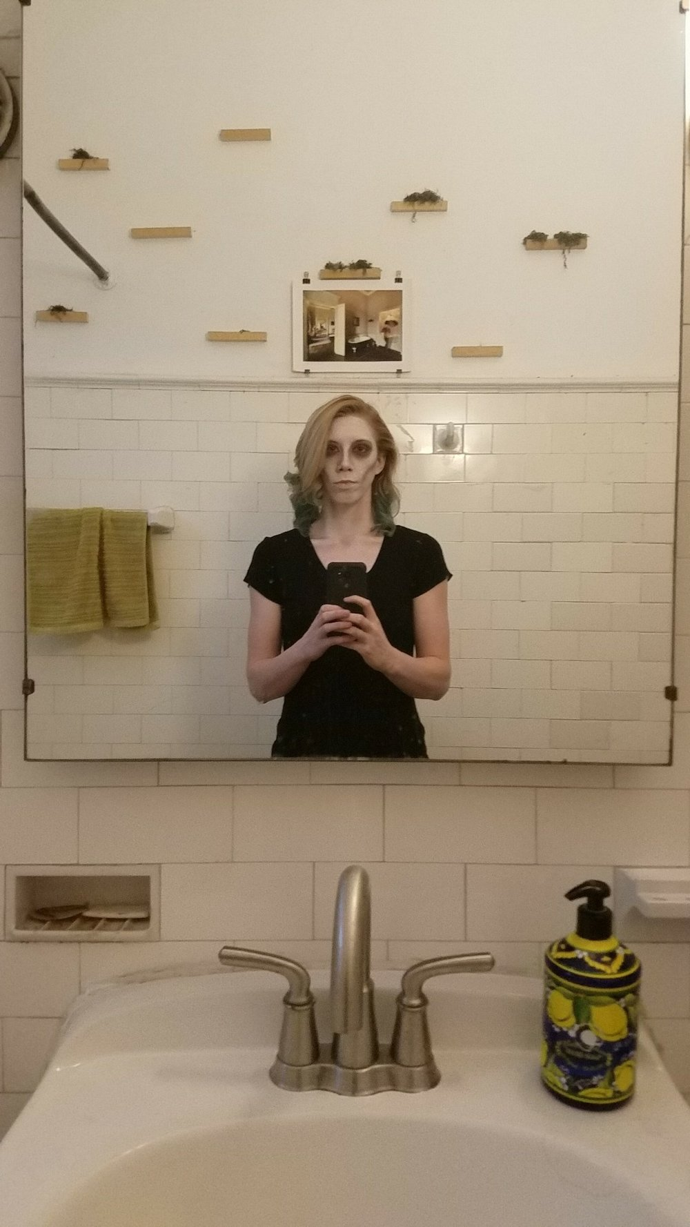 Creepy Ellen, Creepy Bathroom