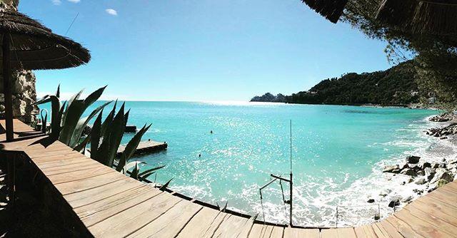 Thailandia? Maldive? No, this is Covo di Nord-Est  #PositiveCovo🚩 #roadtocovo #covodinordest #instawow #springiscoming #santamargheritaligure #portofino #paraggi #roaring20s #summer #sea #goodmorning #lamialiguria
