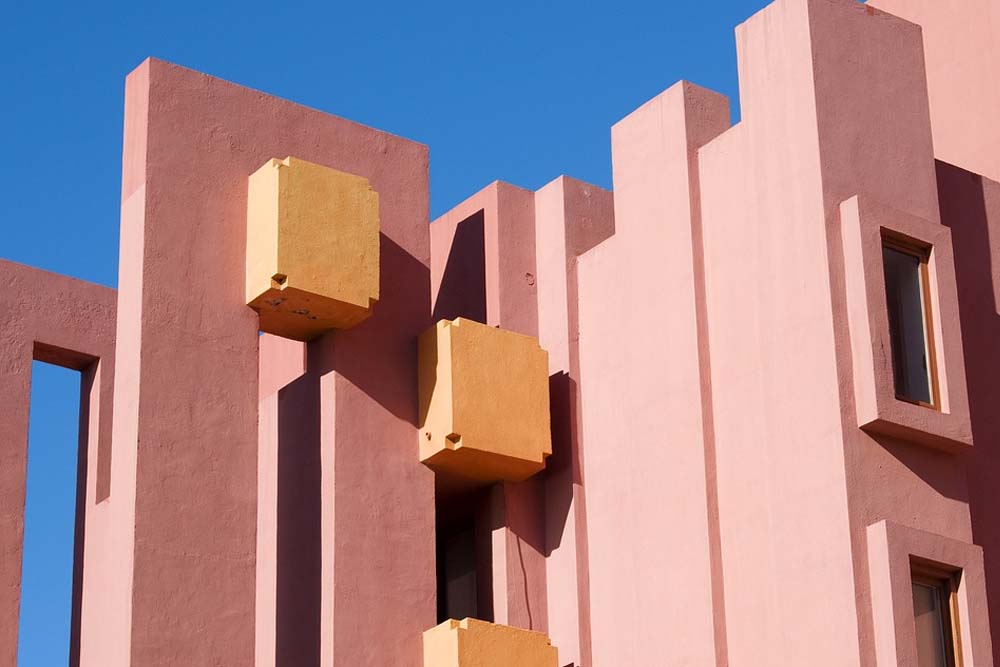 Architect in Spanish arquitecto Ricardo Bofill.jpg