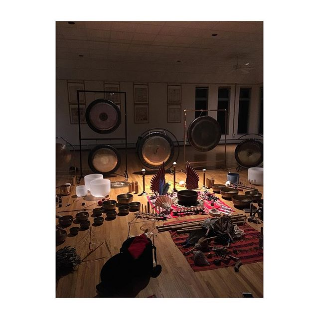 End of year sound bath. I added my own sound. Way too many beans today. #soundbath #menla #happynewyear2018 May we all be happy and live with ease 📿🥂💕🐉🎉💥🙏🏽🎊🤪