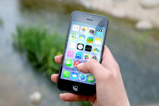 hand-apple-iphone-smartphone-medium