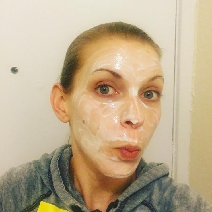Natural face mask with honey, greek yogurt and probiotics.