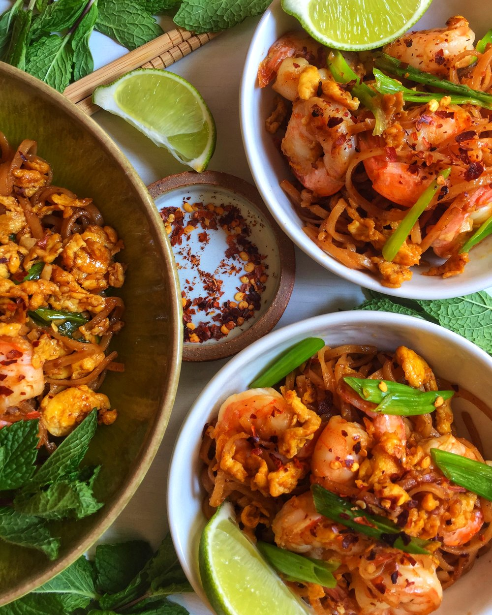 seriously addictive shrimp pad thai with scallions ~