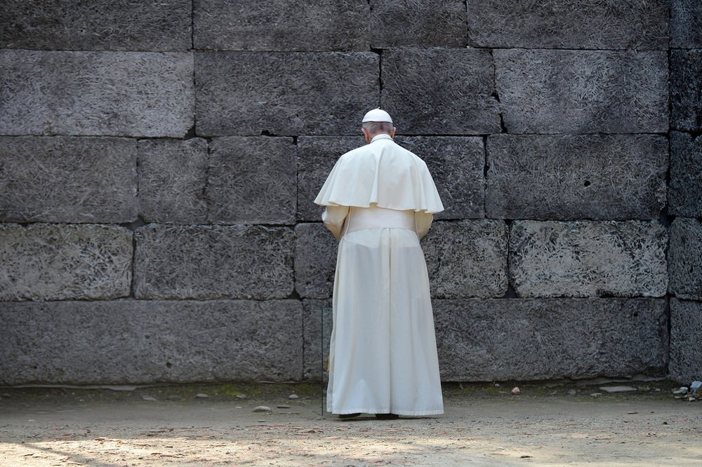 Pope at the wall.jpg