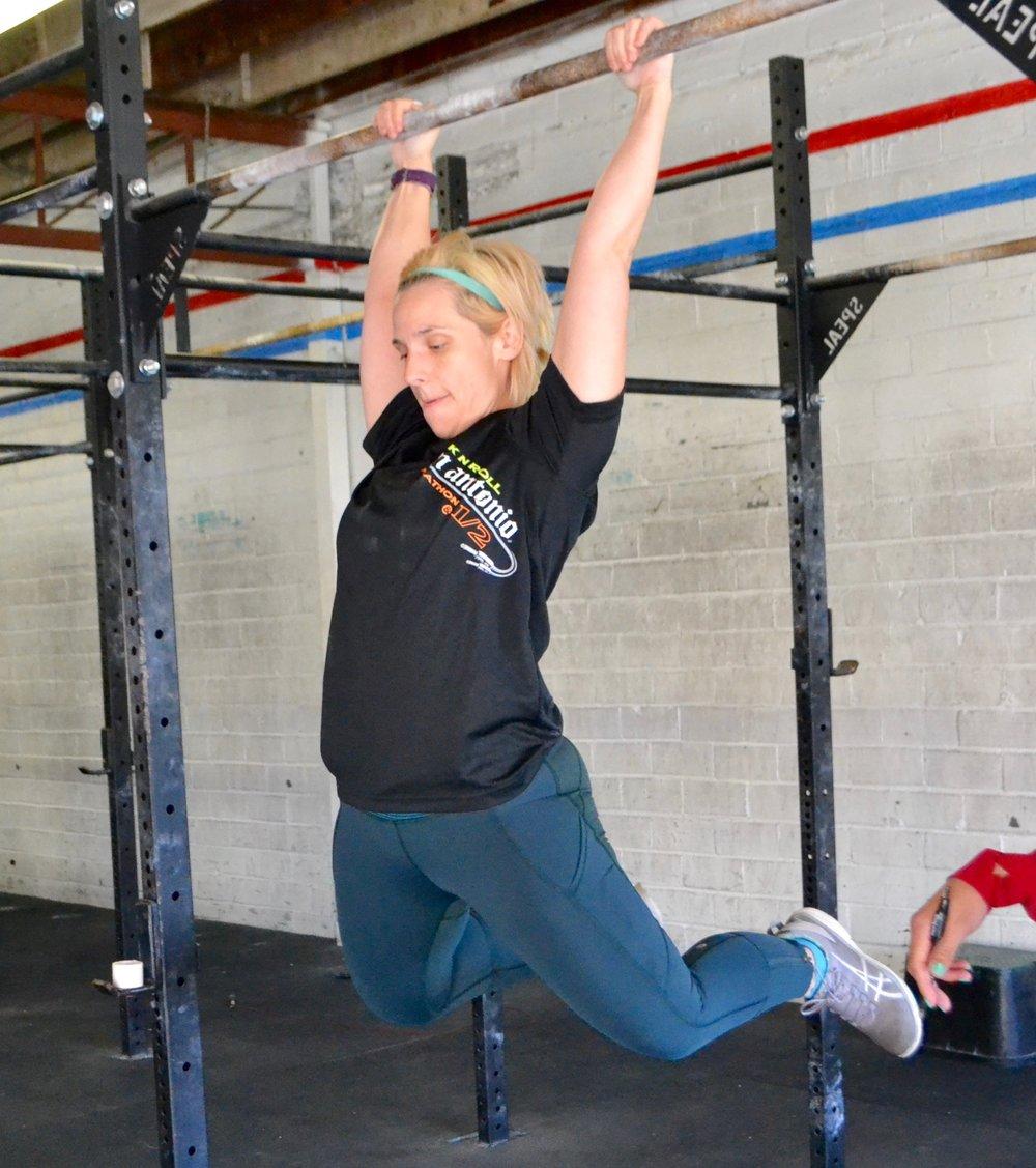 Laura Jones. CrossFit Open 2016.