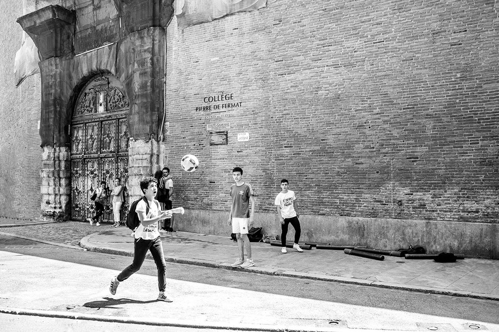 Enfants jouant au foot, Kids playing soccer, College Pierre de Fermat, Toulouse, France by Leica Photographer Manuel Guerzoni in San Francisco