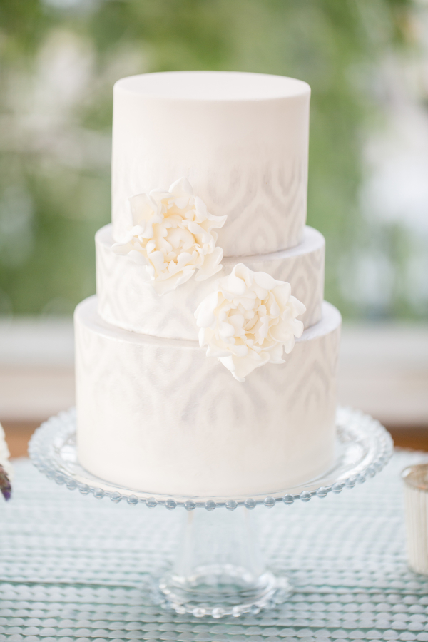 Wedding-Cake-with-Pale-Gray-Icing-600x900.jpg