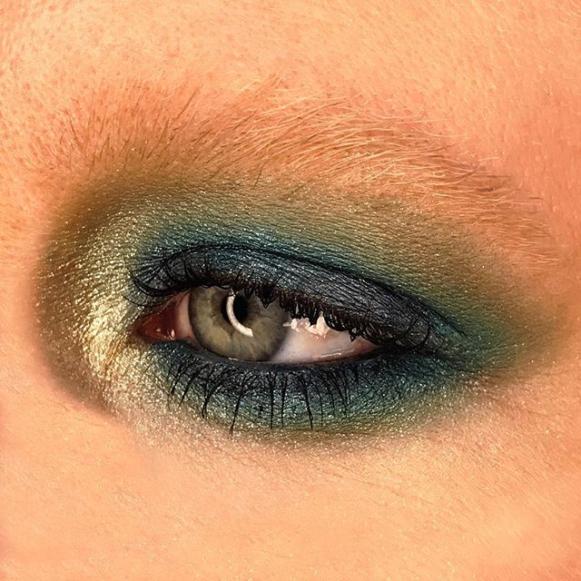 Rebel with Colour! 💚💙💚💙 #MACGirld #MACRockinRebel palette with #SiahiFluidline as the base. 🌏 @maccosmetics @mactimessquare @nycmetromakeup #MACArtistChallenge #MACCosmetics #makeupbymichael #makeupartist #nycmua #mua #blueeyeshadow #greeneyeshadow