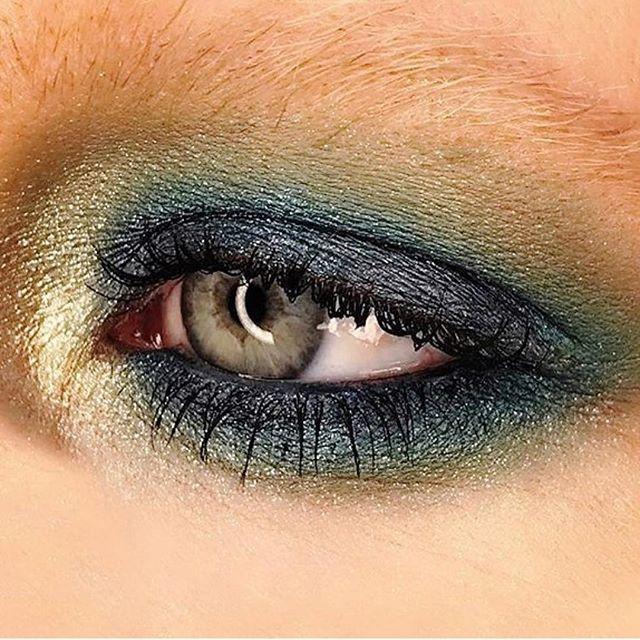 Rebel with Colour! 💚💙💚💙 #MACGirld #MACRockinRebel palette with #SiahiFluidline as the base. 🌏 @maccosmetics @mactimessquare @nycmetromakeup #MACArtistChallenge #MACCosmetics #makeupbymichael #makeupartist #nycmua #mua #blueeyeshadow #greeneyeshadow