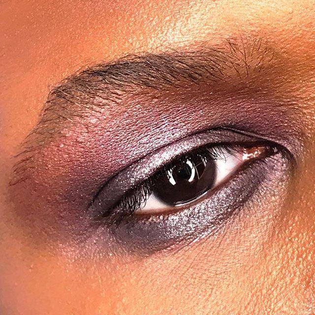 Boys can wear #MACGirls too. 💜#MACBasicBitch palette with #Prunella Eye Kohl as the base. 🔮model: @walking_mannequin1 💟 @maccosmetics @mactimessquare #makeupbymichael #maccosmetics #MACArtistChallenge #basicbitch #boyscanlooklikethistoo #guymakeup #boymakeup #guyliner