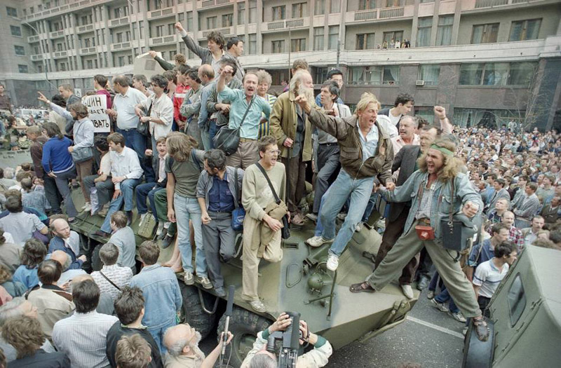 soviet-august-coup-1991-by-boris-yurchenko.jpg