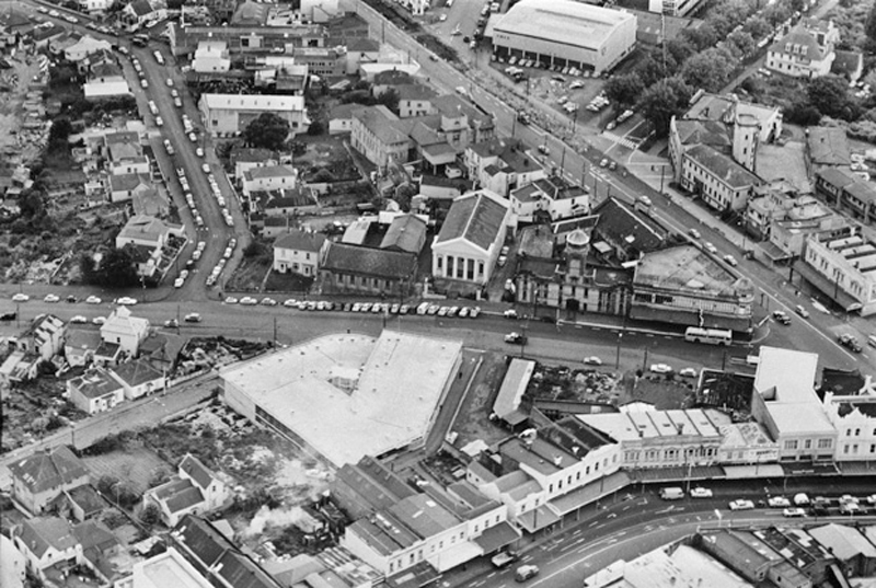 NOW A MOTORWAY: Beresford Street/Pitt Street area, in the 1960s, showing the area now occupied by the Northern Motorway, Karangahape Road, bottom right, Pitt Street, diagonally top right, Beresford Street, left to right across centre, Day Street, bottom left, Greys Avenue, top right, and St James Street, left (Photo: Sir George Grey Special Collections, Auckland Libraries, 580-10453)