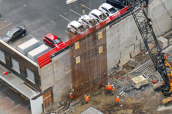 DIAPHRAGM: Constructing a diaphragm wall with steel reinforced cage - Commercial Bay