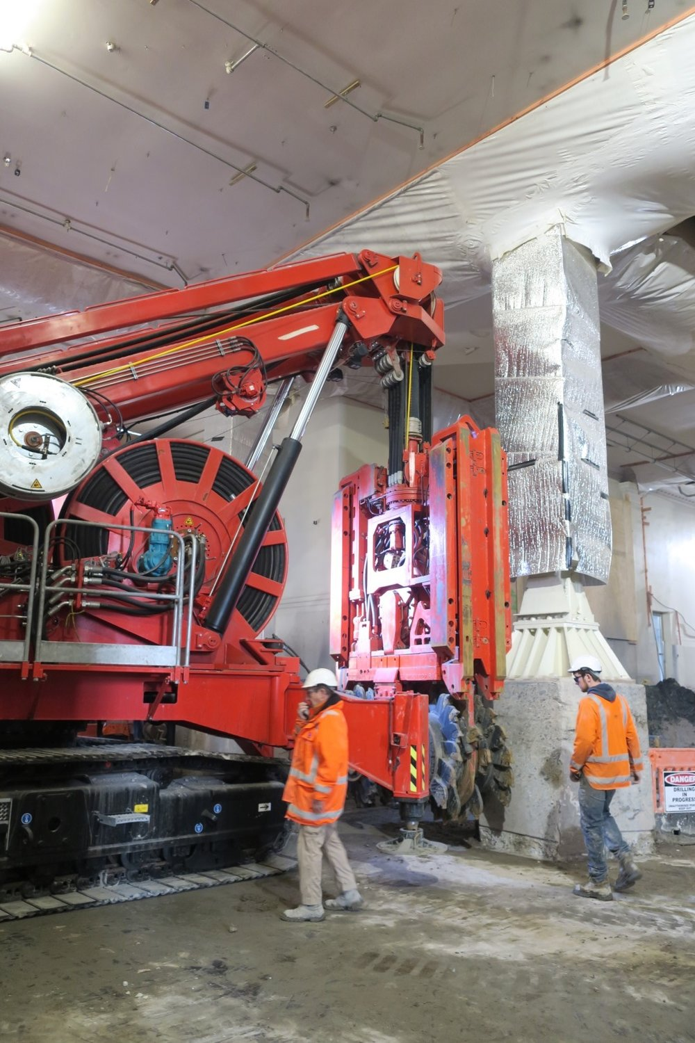 Sandrine is a 90-tonne compact hydrofraise piling rig that was used to dig the 15- to 20-metre-deep diaphragm wall (D-wall) panels that form the structural support for the CRL tunnels at Britomart Station.