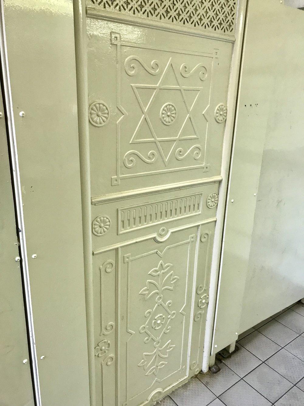 Blustone toilets doors.jpeg
