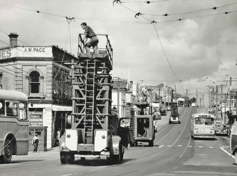 KINGSLAND: The overhead tram wires being removed and replaced by buses (Photo: Sir George Grey Special Collections, Auckland Libraries, 255A-55)