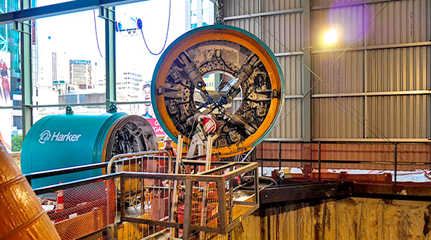 MICROTUNNEL BORING MACHINE: Valerie being lowered into the Vic 1 shaft ready for commissioning in December 2016