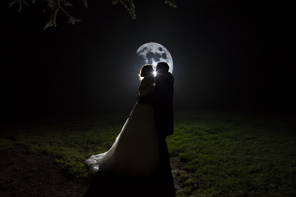 wedding photography - kissing in the moon light