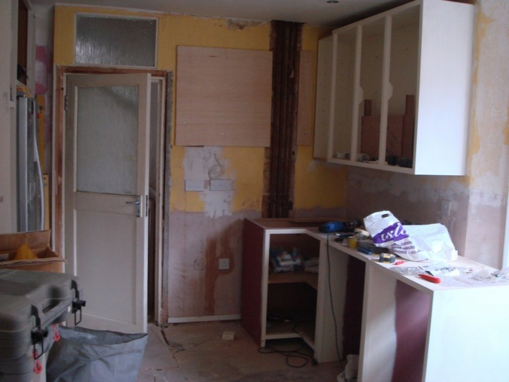 constructing-hand-painted-kitchen-15-1024x768.jpg