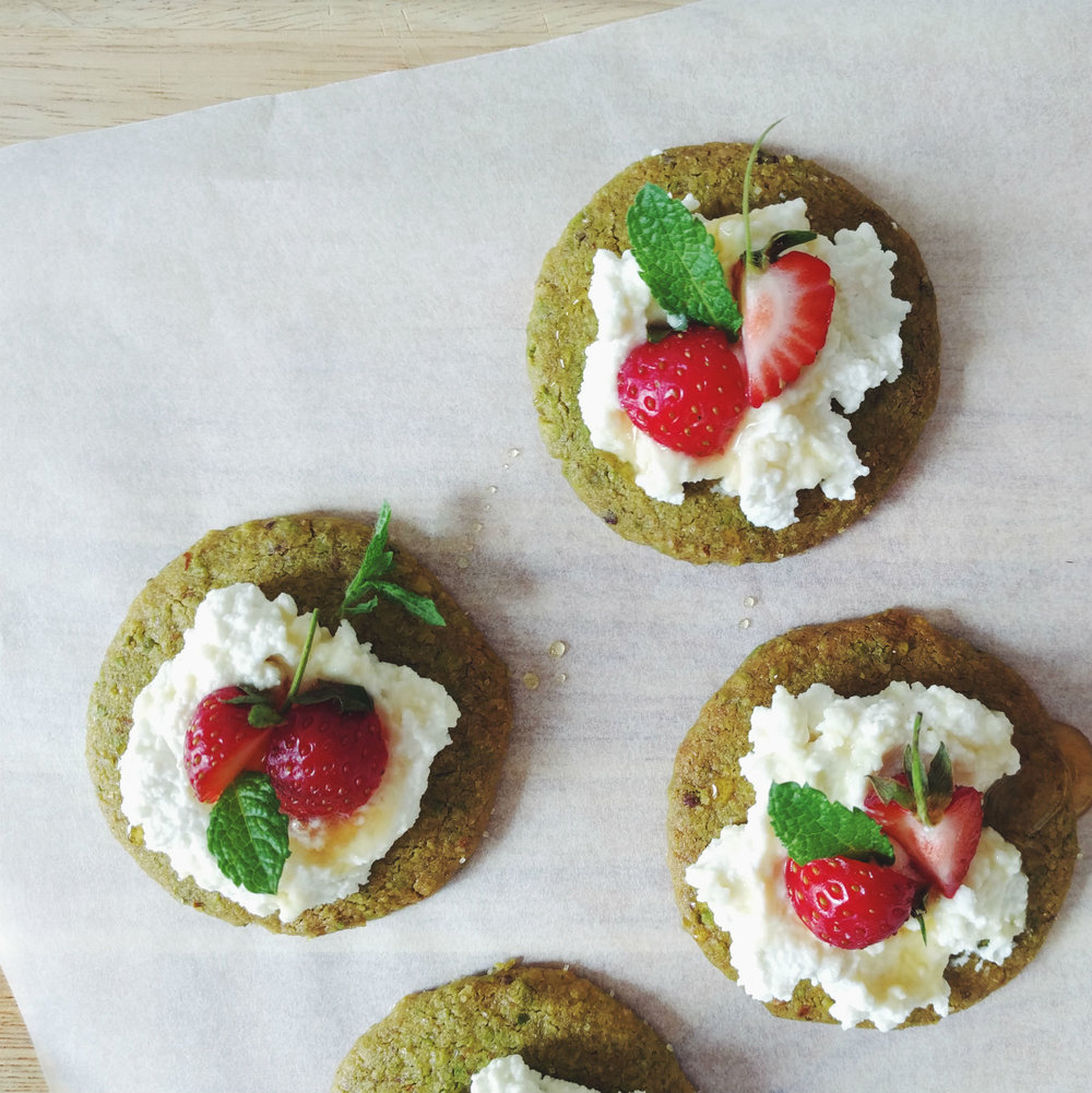 Pistacchio sablé with ricotta, honey, strawberries, mint.