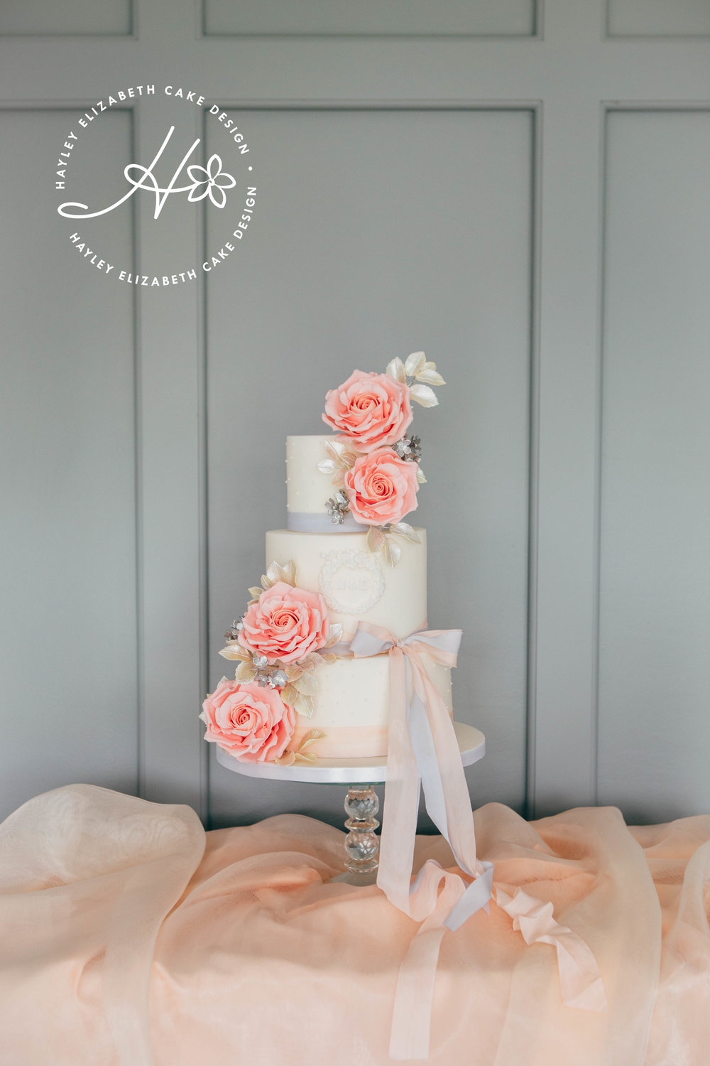 blousy-roses-wedding-cake-withsilk-ribbon.jpg