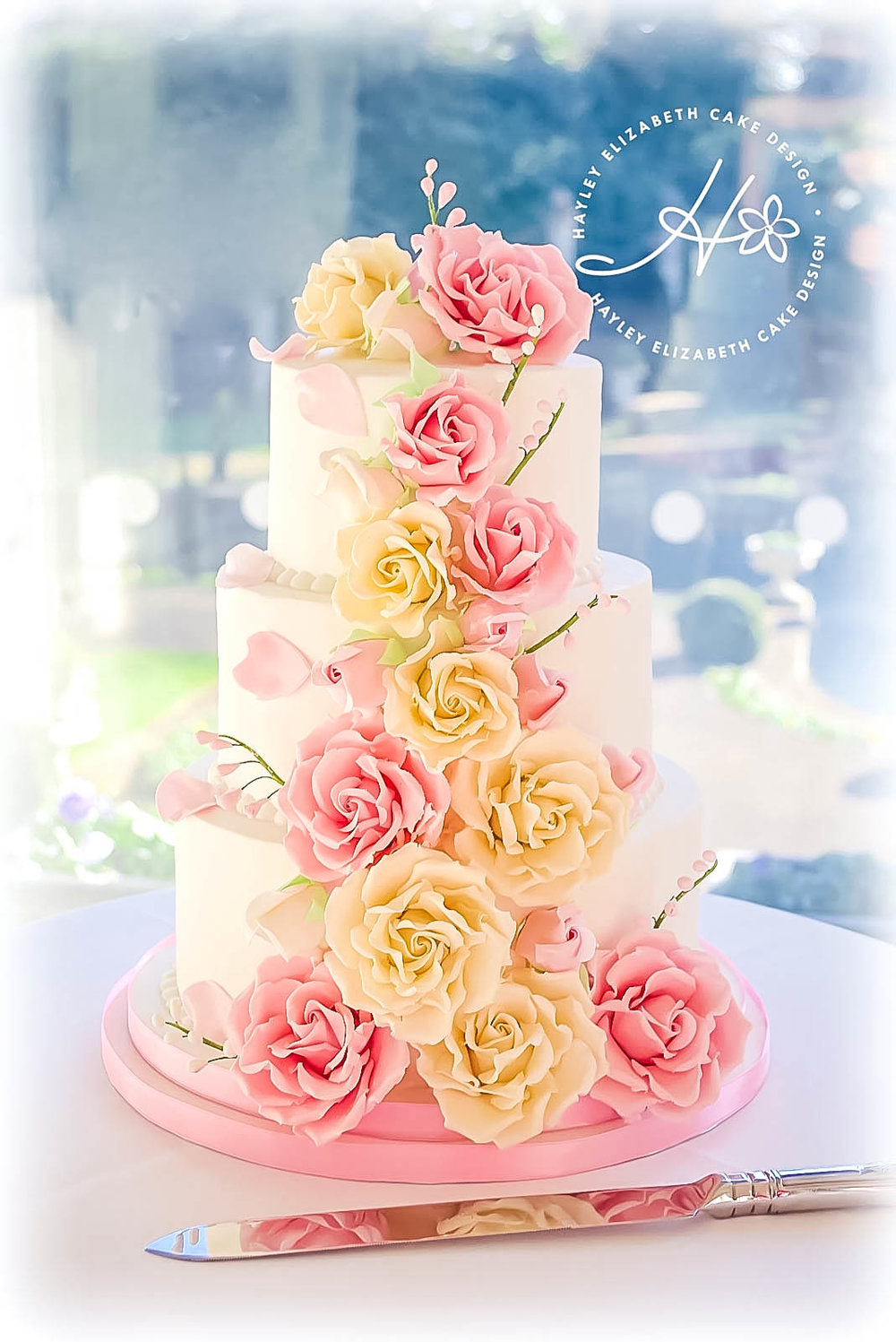 cascading-sugar-roses-wedding-cake.jpg