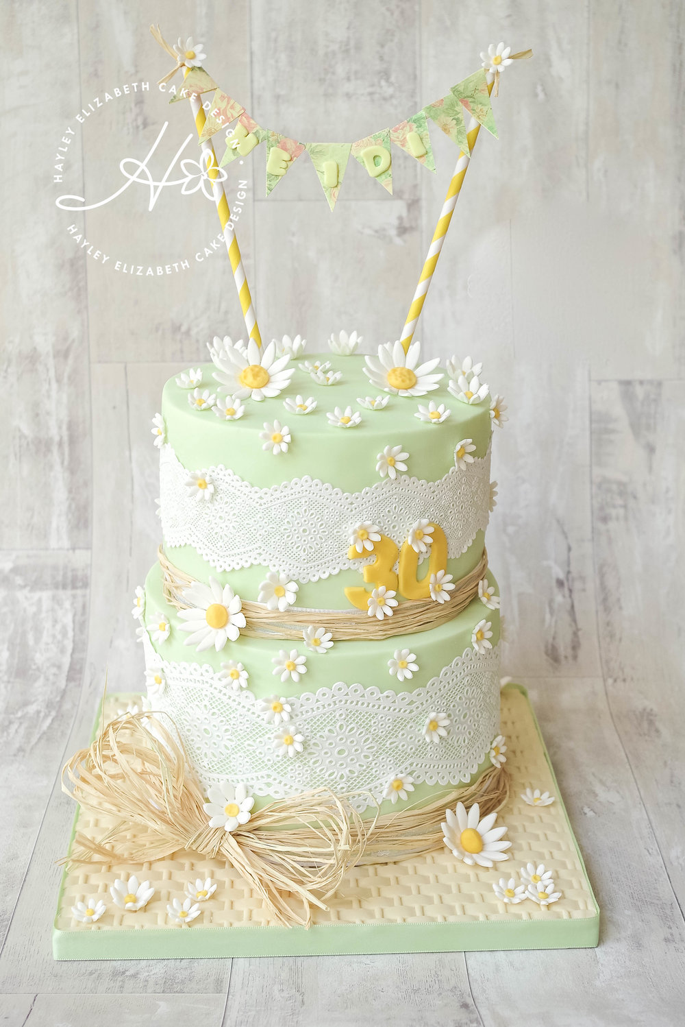 broderie-anglaise-lace-and-daisy-birthday-cake.jpg