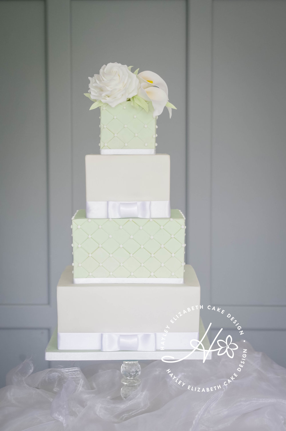 sqaure green and white rose and lily wedding cake-2.jpg