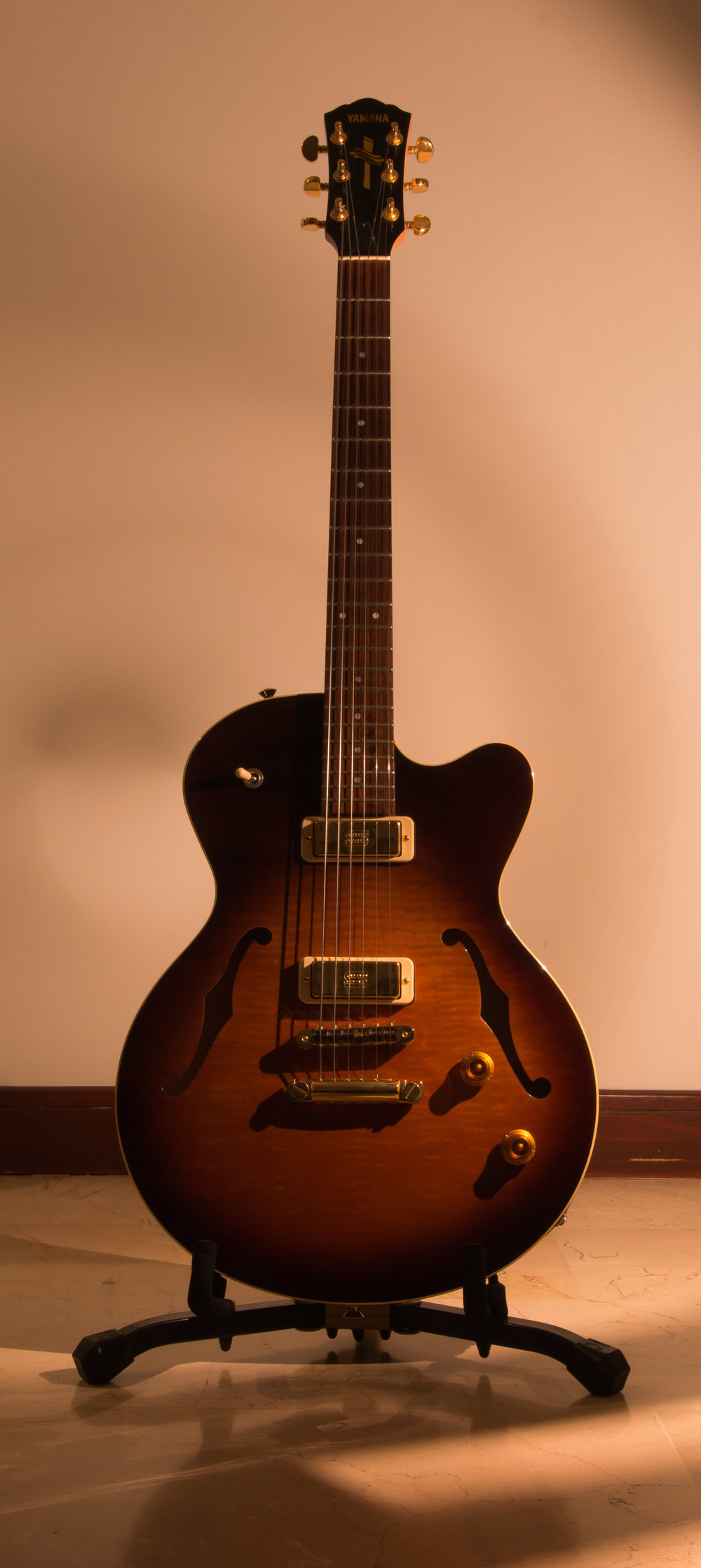 Yamaha AEX 520 Hollowbody Sunburst