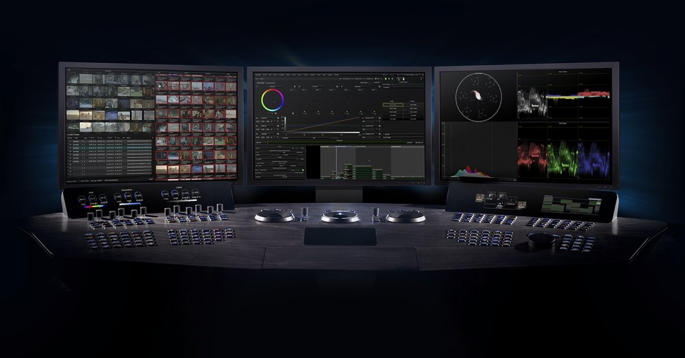 Baselight-with-three-UI-monitors-and-Blackboard-2.jpeg