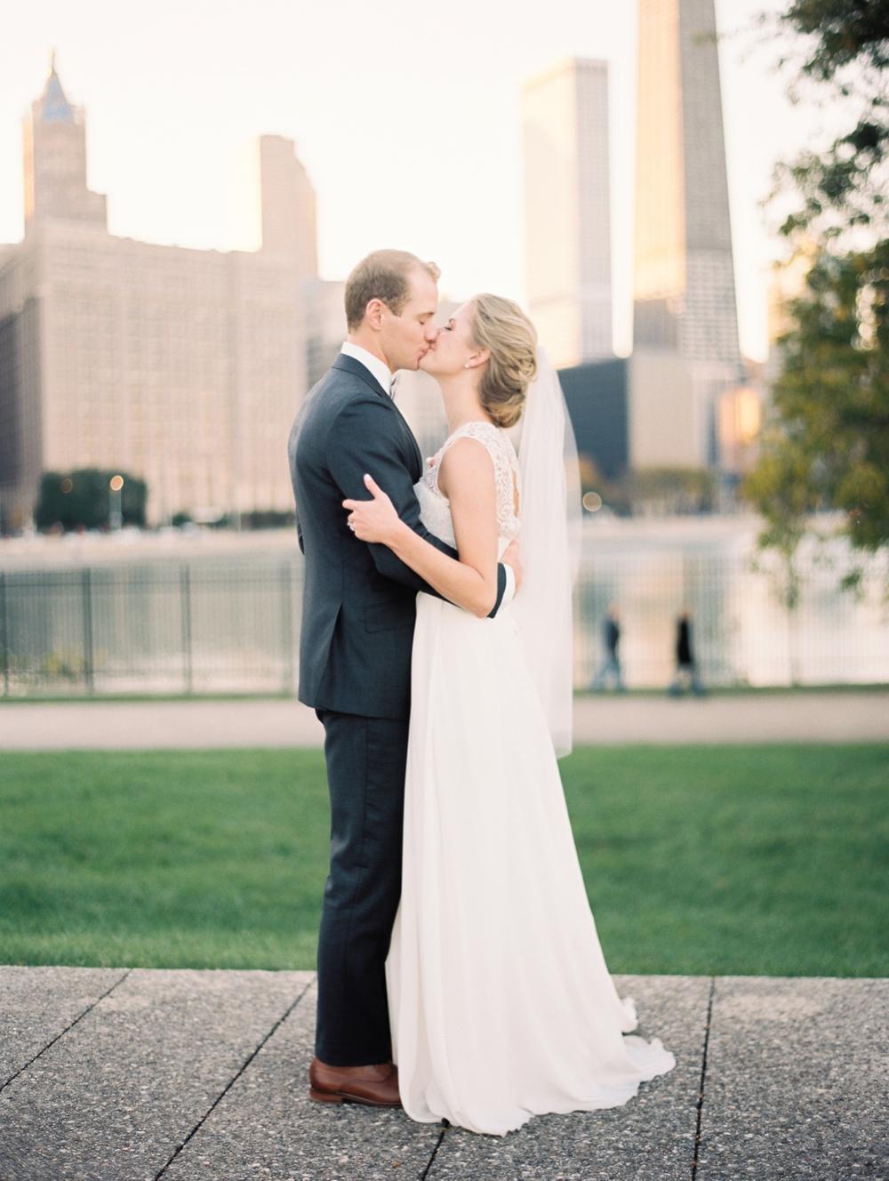 kristin-la-voie-photography-bridgeport-art-center-wedding-chicago-wedding-photographer-129.jpg