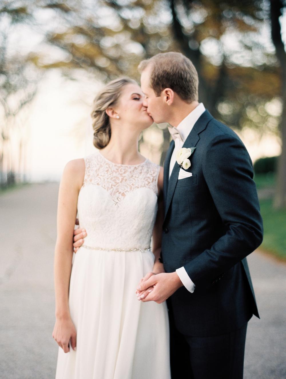 kristin-la-voie-photography-bridgeport-art-center-wedding-chicago-wedding-photographer-98.jpg