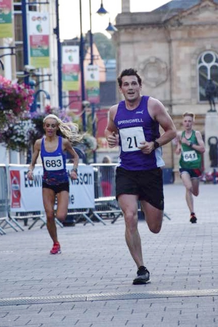 Springwell RC's Stephen Fillis closely followed by Willowfield Harriers Amy Bulman (photo by Alan Hamilton)