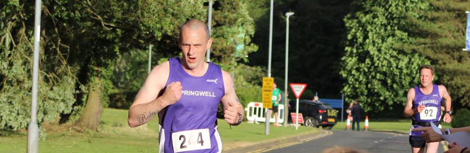 Simon McLean closely followed by Fergus Thompson at the finish of the Boom 10k