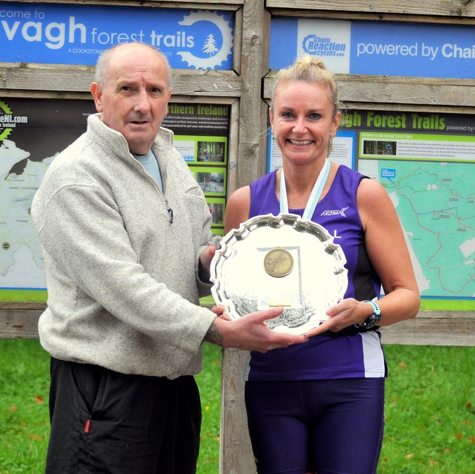 David O'Brien presents Karen McLaughlin with her winner's trophy (photo Richard McLaughlin)