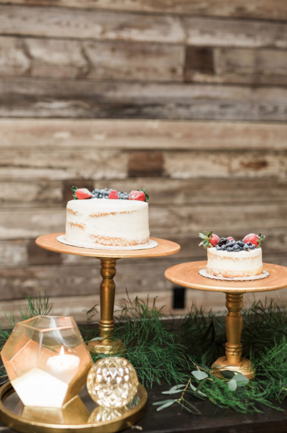 Winter Berry Wedding Cake | Maroon and Navy Rustic Winter Wedding in Fort Worth, TX