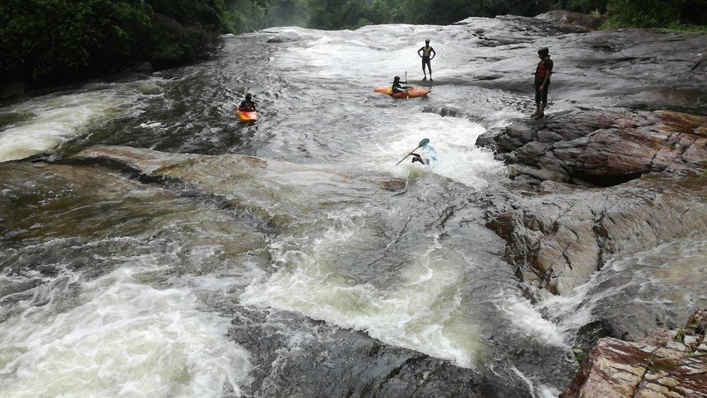 Kayaking in Sri Lanka on the Kelani river in Kithulgala