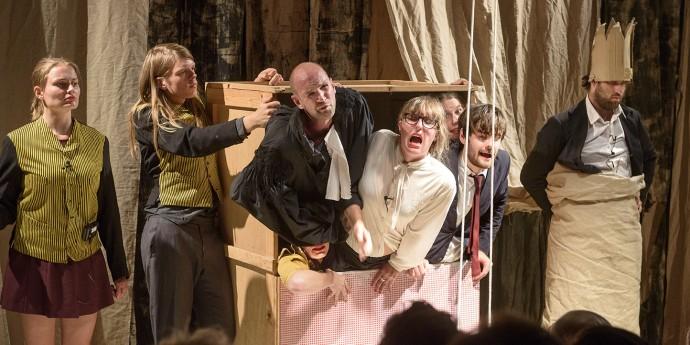 vaudeville theatertroep.jpg