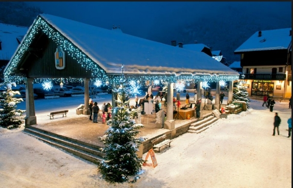 Samoëns old village square at Christmas