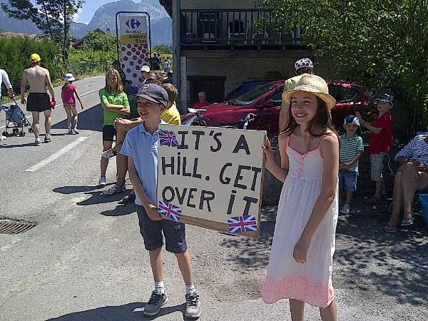 Young fans at the foot of a big climb!