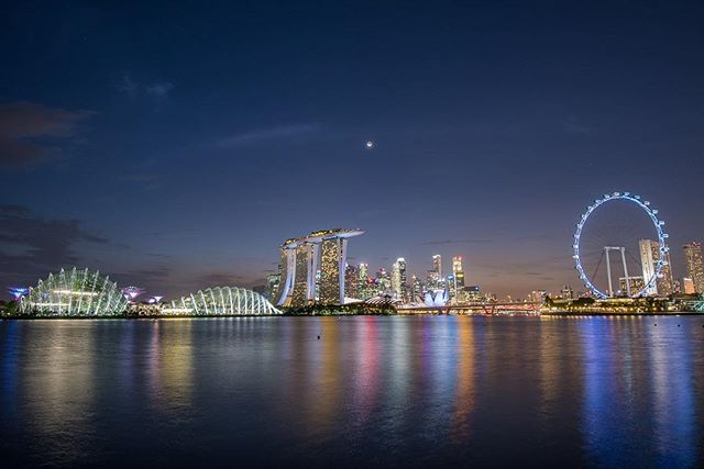 The beautiful skyline of Singapore speaks for itself! #whereveryouland