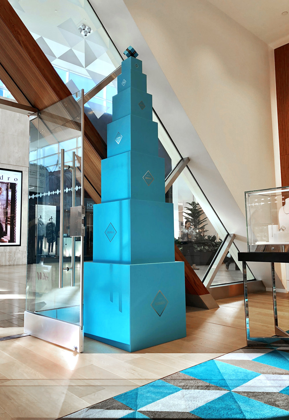 In-Store Animation Box Christmas Tree — Conceptual Integrated advertising campaign for jewellery brand Birks (Holiday 2018) by Guillaume Briere, a creative director specialized in luxury brands based in Montréal and Toronto.