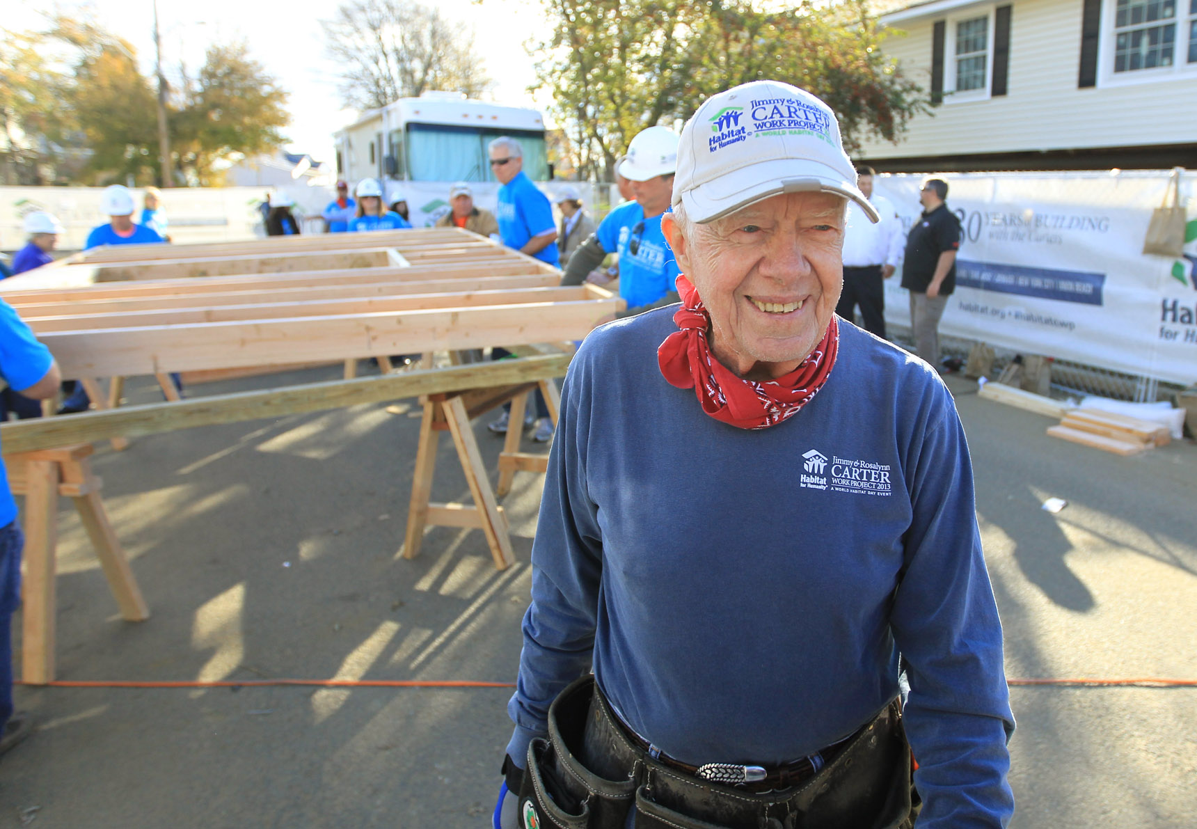 President Carter builds homes