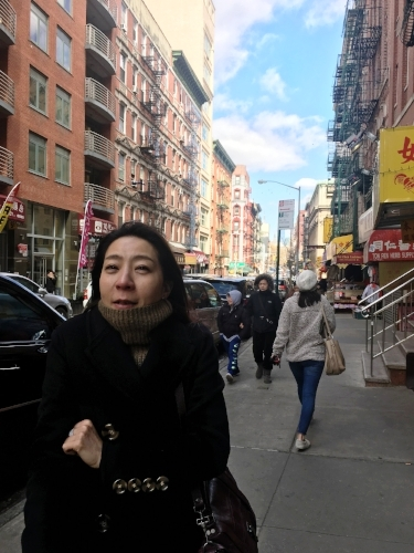2 days ago, Youjin is very cold walking from Chinatown where we had dimsum(!!) to Little Italy.